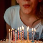 Задувание свечей увеличивает количество бактерий на торте на 1400%