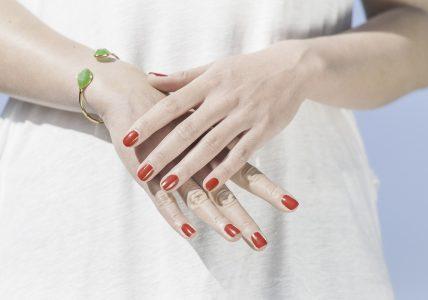 Красивые ногти — это важная часть …женщины