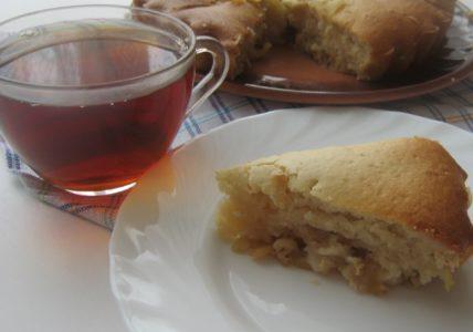 Шарлотка с яблоками — аппетитная и пышная!